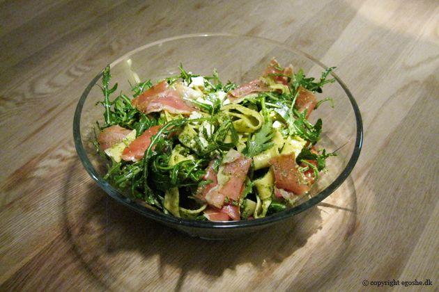 EGOSHE.dk - En madblog med South Beach opskrifter og andet godt...: Pasta med rucolapesto og serranoskinke