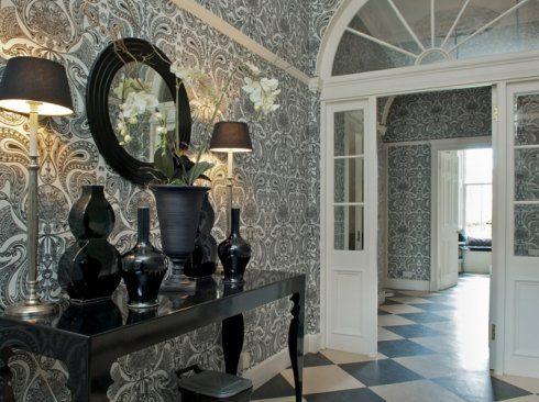 Magnificent Georgian hallway, New Town, Edinburgh - accommodation on Roomwise.com