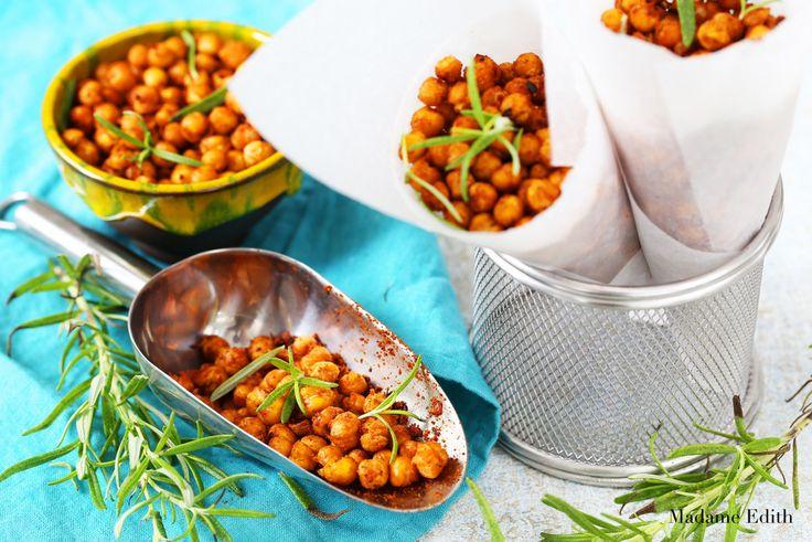 Pieczona ciecierzyca to mega hit! A w dodatku super zdrowa i bardzo prosta w przygotowaniu przekąska, która z powodzeniem zastępuje chipsy, krakersy czy słone paluszki. Świetnie sprawdza się na imprezach, bo smakuje doskonale i co rusz sięga się po kolejną garstkę. Można ją podawać zarówno na słono, jak i na słodko – według uznania. Każdy …