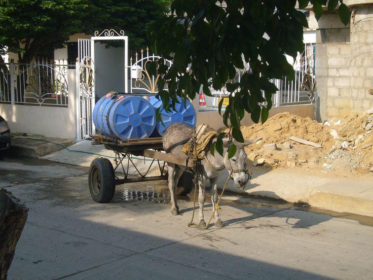 Esta es la forma como nos llega el agua a nuestras casa en Maicao, La Guajira, Colombia