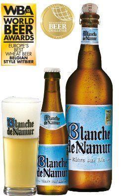 """BLANCHE DE NAMUR - 4,5% Alc. Vol. / """"De Blanche de Namur is een troebel, zacht en smeuïg witbier van zeer hoge kwaliteit. Van bij de eerste slok merkt u al hoe rond en teer hij is. Kortom, werkelijk een witbier van een uitzonderlijk gehalte Zijn eigenschappen en de «vakkennis» van de brouwerij leverden hem de titel van beste witbier ter wereld (2009) op."""""""