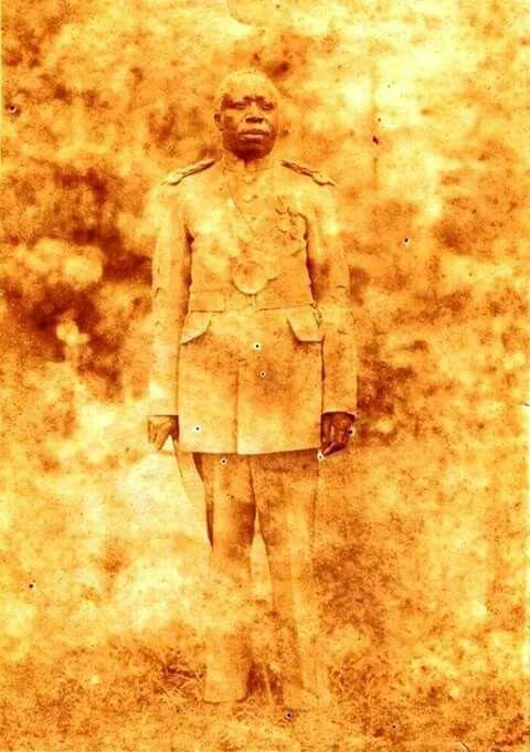 S.M le Roi Kayembe Ier BUGUNDA II du Royaume de BUKUMU a l'est de la RDC,ici en 1943
