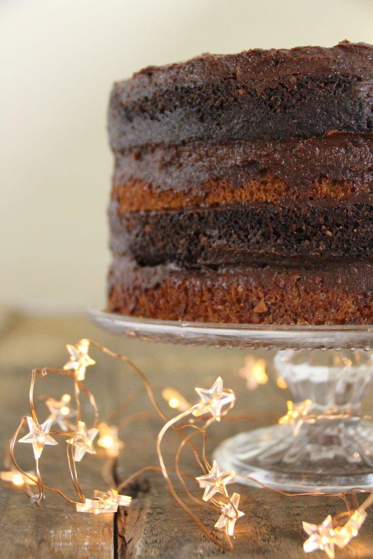 Deze glutenvrije chocoladetaart met sinaasappel bestaat uit meerdere lagen. Het is even wat werk, maar dan heb je ook wat. Glutenvrije verjaardagstaart! www.eatpurelove.nl