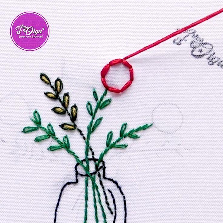 Hoy te muestro cómo bordar un jarrón con flores Diy Embroidery Designs, Hand Embroidery Patterns Flowers, Basic Embroidery Stitches, Hand Embroidery Videos, Embroidery Stitches Tutorial, Creative Embroidery, Hand Embroidery Designs, Embroidery Techniques, Japanese Embroidery