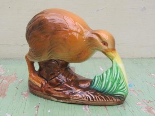 Vintage Ceramic Kiwi found at www.letsgoretro.co.nz