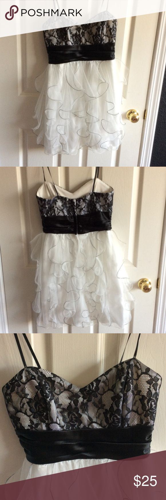 Juniors Semi-Formal Dress Black and White Dress I wore for my 8th Grade graduation. Only worn once Roberta Dresses Mini