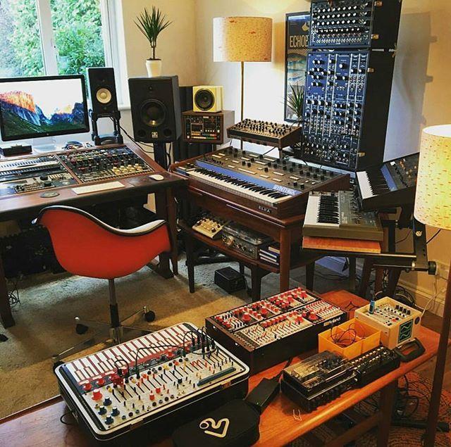 What do you snack on in the studio?  De @edwardmacfarlane
