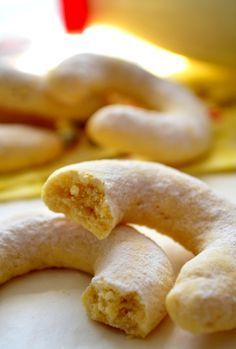 ✿ ❤ ♨ Toz pudingli kurabiye tarifi. (puding hamurun içine toz haliyle ilave ediliyor.) / Pudingli Kurabiye Malzemeler: 2 buçuk su bardağı un 220 gr. 120 gram margarin, yarım su bardağı pudra şekeri 100 gr., yarım çay bardağı vanilyalı puding 37 gr., 2 yumurta sarısı, 2 çorba kaşığı süt, üzerine: 2 çorba kaşığı pudra şekeri 1 paket vanilya.