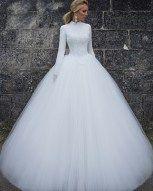 awesome 43 Vintage Winter Wedding Dress Ideas 2017  http://viscawedding.com/2017/11/24/43-vintage-winter-wedding-dress-ideas-2017/
