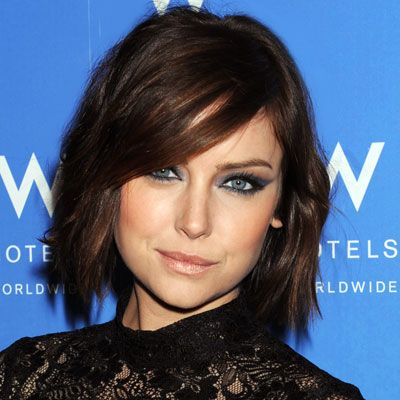 Jessica Stroup's shaggy chin-length bob with side bangs.