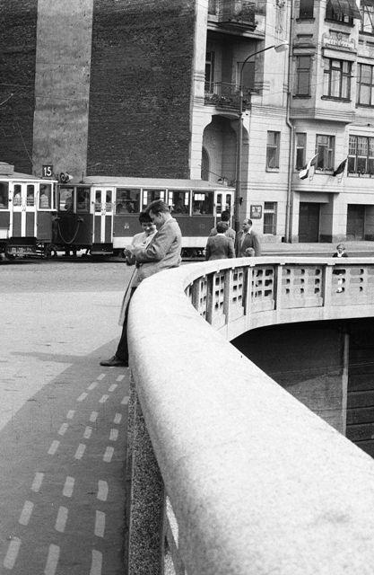 Jiráskův most (639-1) • Praha, červen 1960 • | černobílá fotografie, zábradlí, ohyb, tram,  foceno ze Smíchovské strany |•|black and white photograph, Prague|