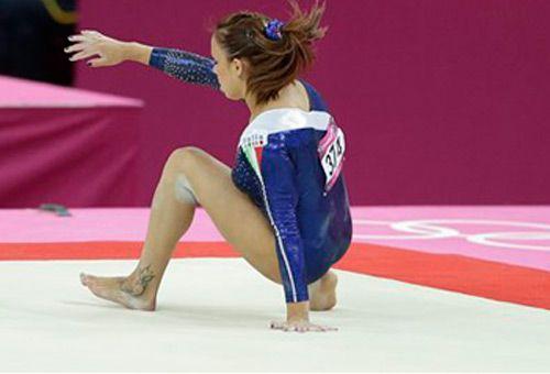 Londra 2012, la caduta di Vanessa Ferrari. FOTO - Immagini e Fotografia Olimpiche - Tutti i colori di Londra 2012 - Virgilio Sport
