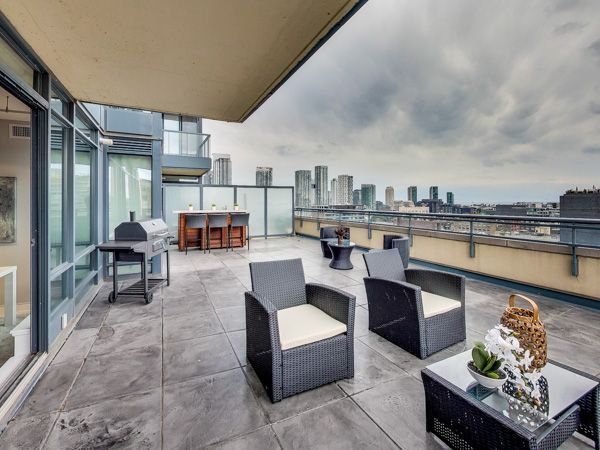 Check out my new listing at the Hudson! For more info and pics, visit 1305-438kingstw.com