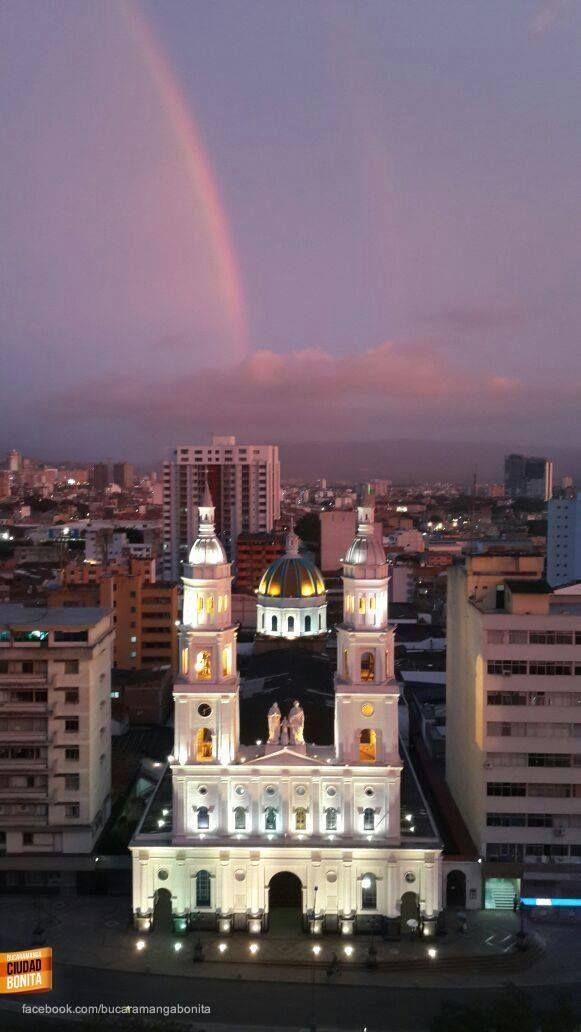 PUESTO # 19: La hermosa Catedral de la Sagrada Familia en Bucaramanga. Gracias Yulian Gamboa (http://on.fb.me/1miffUR) por compartir esta foto #bucaramangabonita