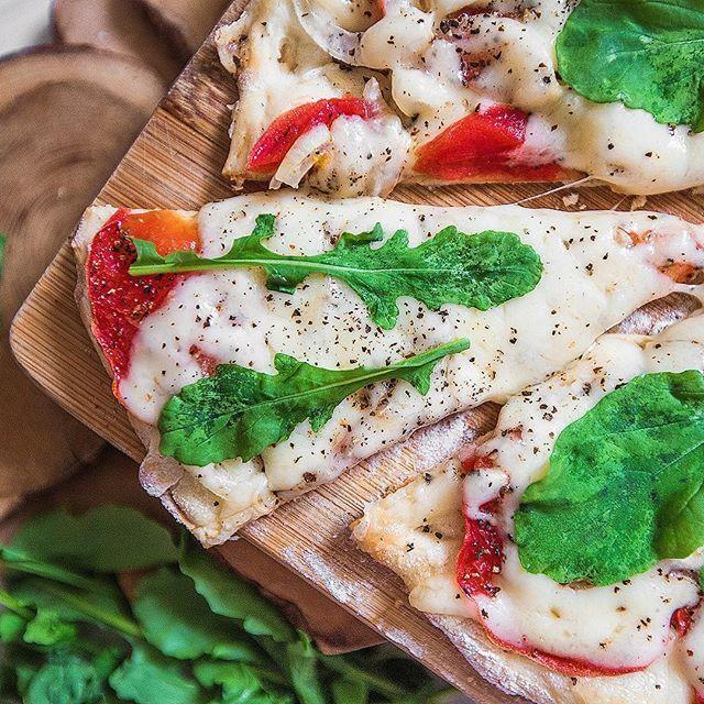 Это моя пицца Маргарита на кефирном тесте (без дрожжей и яиц) с рукколой дачного производства. Рецептик нужен?:)) #lovefoodphotostories#pizza#vegpizza#vegetarian#vegetarianfoodporn#instafood#vegfood#goveg#yammy#breakfast#foodphoto#фудфотограф#фотограф#фотографмосква#фотографзеленоград #фотоеды #фудфотограф #фоторецепты #фуддизайн #food #foodphoto #foodphotography #fooddesign #здороваяеда #полезнаяеду #красиваяеда #tasty #tastyfood #healthy #healthyfood #рецепты #recepies  Yummery - best…