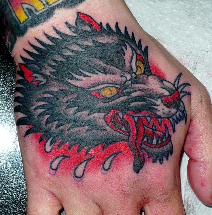 die besten 25 wolf hand tattoo ideen auf pinterest. Black Bedroom Furniture Sets. Home Design Ideas