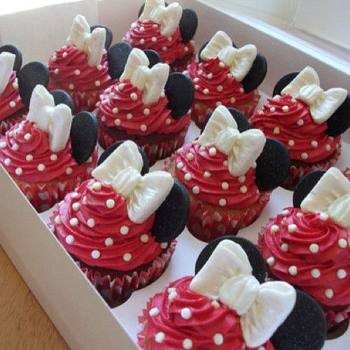Minnie Mouse cakes. Would be so easy to convert this to Mickey