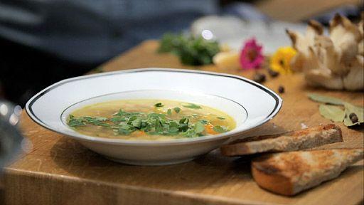 Polévka z hlívy ústřičné — Recepty — Herbář — Česká televize