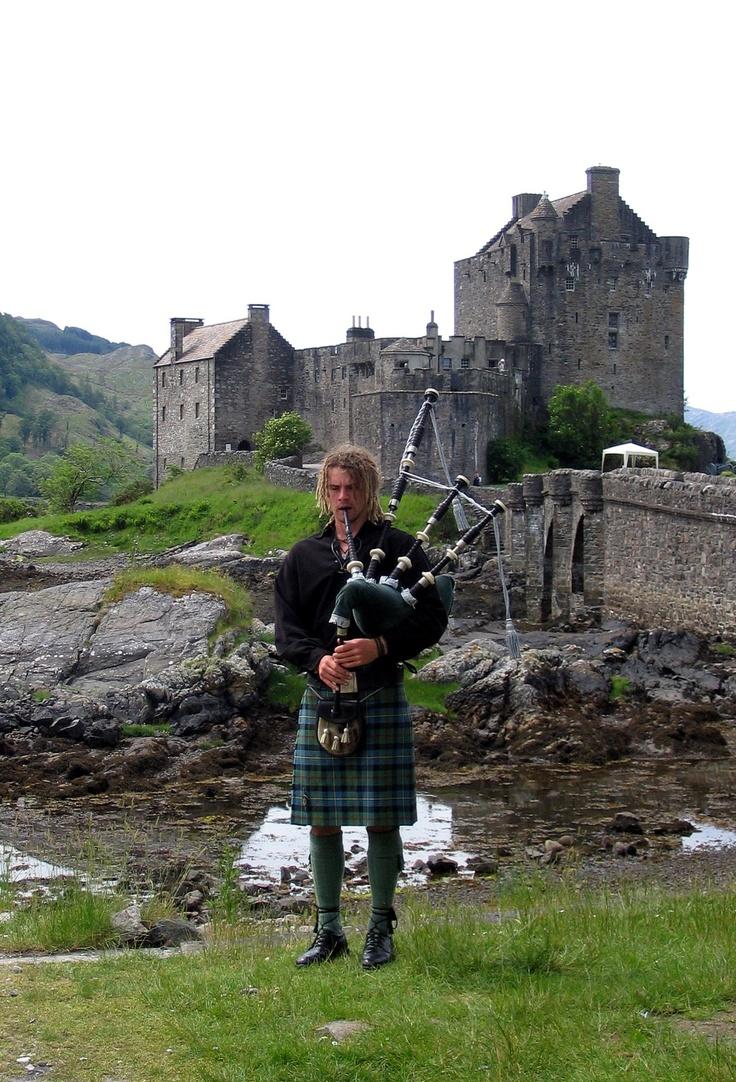 Scotland - ED Bagpiper