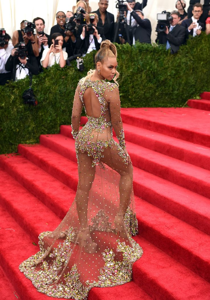 If we zoom into Beyonces Met dressits a little