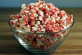 How to color popcorn: Addiction Food, Pink Popcorn, Red Microwave, Colored Popcorn, Color Popcorn, Valentine, Popcorn Recipes, Microwave Popcorn
