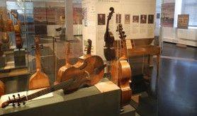 Blick in die Ständige Ausstellung des Museums für Musikinstrumente. Foto: W. Hecht