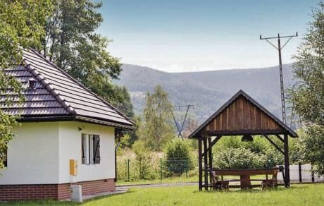 Mirsk  In dit vakantiehuis kunt u met volle teugen genieten van uw vakantie. Het huis is functioneel en mooi ingericht. Het is gelegen op een gemeenschappelijk grondstuk met het huis PL-1716. Op het terrein is er een barbecuehuis. In de zomer kunt u heerlijk wandelen direct vanuit het huis naar het IJzergebergte. Het is een goed uitgangspunt voor diverse excursies in de winter als in de zomer. Het kuuroord Swieradow Zdroj (Bad Flinsberg) met een prachtig kuurpark en kuurhuis ligt een paar…