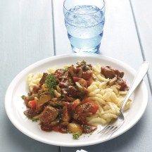 Hongaarse goulash met pasta