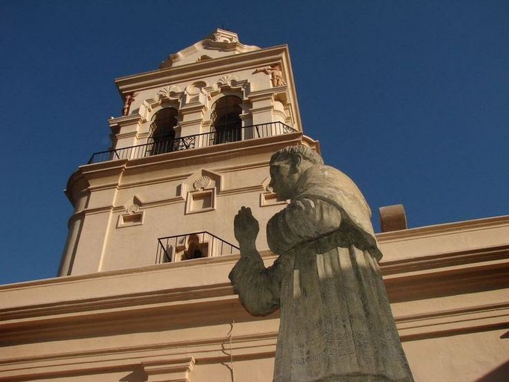 Feriado provincial los días 11 de mayo (Natalicio de Fray Mamerto Esquiú), 8 de diciembre (Inmaculada Concepción) y 25 de agosto (Autonomía de Catamarca)