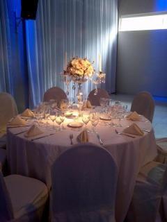 Candelabro romantico y glamoroso, Promocion de Flores y compañía sobre Ambientación y Centros de Mesa en Buenos Aires - Casamientos Online