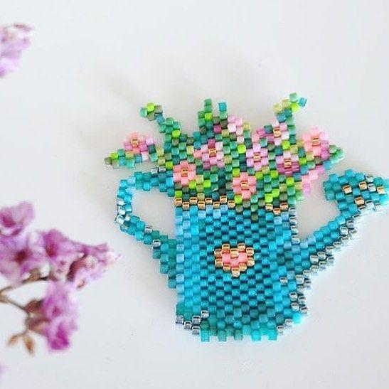 Un petit arrosoir de fleurs printanier par @rose_moustache pour bien commencer la journée #miyuki #spring #fleur #jenfiledesperlesetjassume #flowerpower #perlesaddictanonymes #rosemoustache