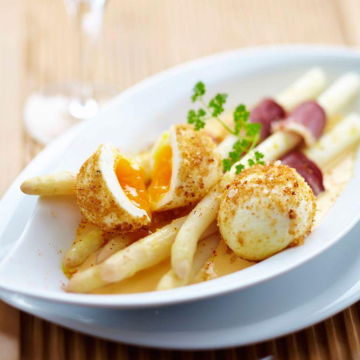 Découvrez la recette Asperges blanches au magret de canard et oeuf mollet en croûte sur cuisineactuelle.fr.