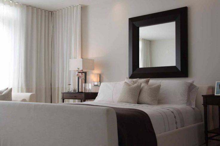 Master bedroom : Tropische slaapkamers van Lichelle Silvestry
