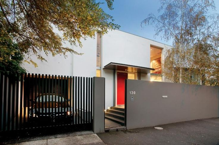 Front fence | Rendered walls with steel blade gates (vertical)