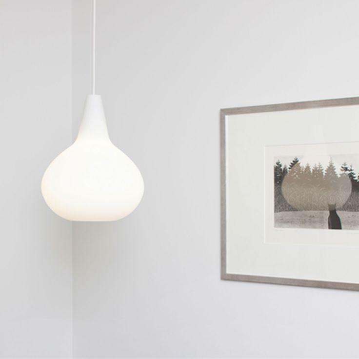 Bulbo (1950-luku) Lisa Johansson-Papen suunnitteleman Innolux Bulbo valaisimen kupu on muodoltaan kauniin orgaaninen. Muodoltaan pisaraa muistuttava suupuhallettu etsattu lasikupu suo-dattaa valon pehmeästi lävitseen. Lisa Johansson-Papen 1950-luvun suunnittelemaa valaisinta kutsuttiin pyöreäksi sipuliksi.