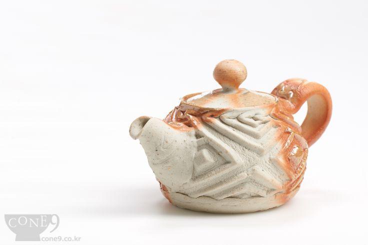 Teapot  ( 90ml, salt effect ) by Seong-il Hong / Nov, 2014