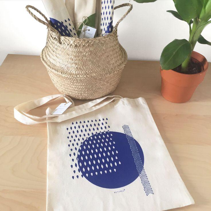 Tote bag Petipeu sérigraphié en coton bio, imprimé en France.  Disponible sur Etsy : https://www.etsy.com/fr/listing/503873748/soldes-tote-bag-sac-coton-bio-sac-en?ref=shop_home_active_11  #totebag #serigraphie #coton #etsy