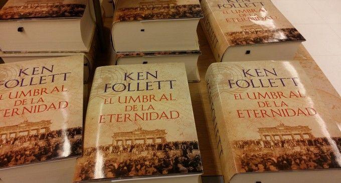 Ken Follet arrasa en las librerías con 'El umbral de la eternidad'