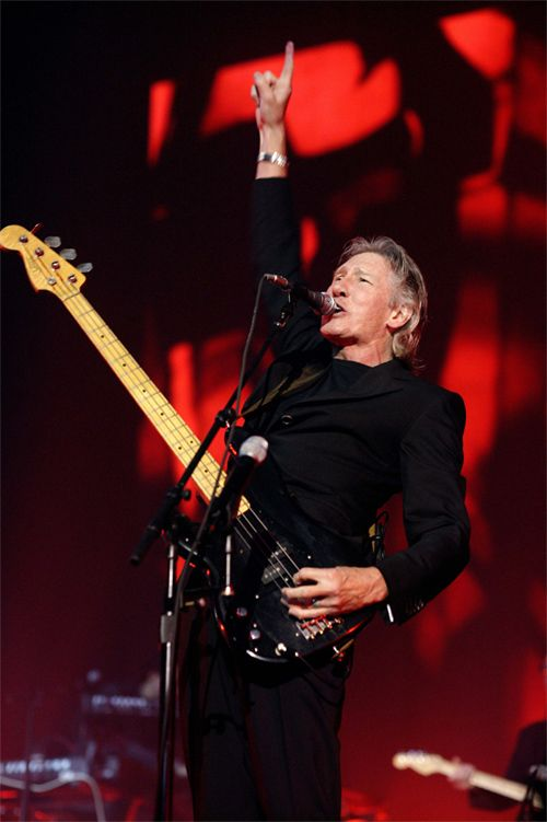 Famous singer and the bright representative of rock music goes on the road having an intention to visit lots of North American cities. Roger Waters Us+Them Tour will be full of incredible performances in the best US and Canadian venues.