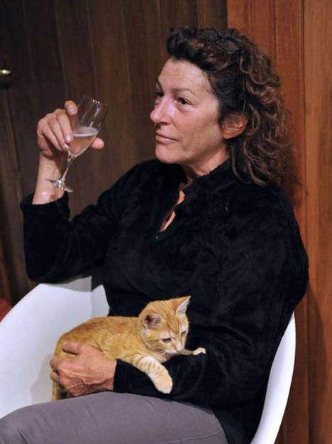 Florence Arthaud sauvée de la noyade - nov 2011 - Florence Arthaud, tombée à la mer au large du Cap Corse ce week-end avant d'être secourue, est rentrée lundi soir chez elle à Marseille, seule à bord de son voilier, avec dans les bras son minuscule chaton, lui aussi rescapé.