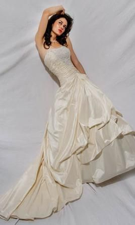 Demetrios Couture Collection CR 123: buy this dress for a fraction of the salon price on PreOwnedWeddingDresses.com