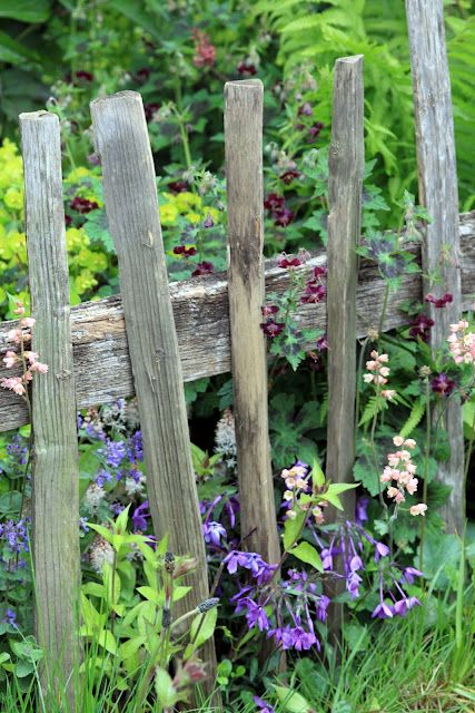 love the rustic garden fence