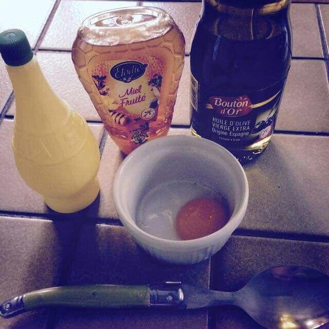4cs huile olive, 1cc miel, 1 jaune oeuf, et quelques gouttes de citron.  30 minutes sur les longueur dans du cellophane et 2 shampoing par dessus et résultats garantie