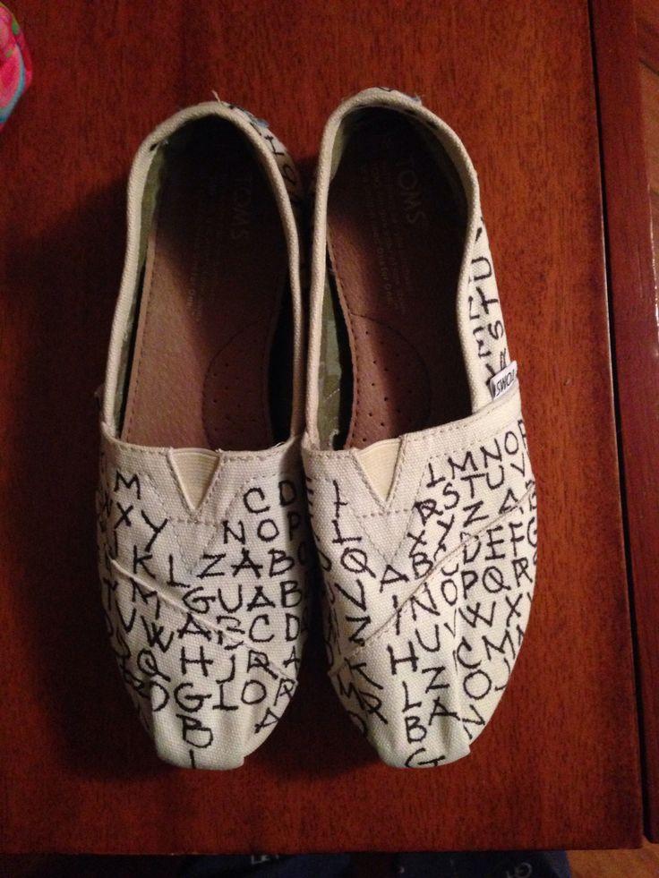 Mis nuevos zapatos TOMS con diseño exclusivo de Angela Botero Lopez