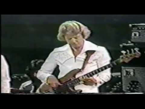 Solo by Jerry Scheff on Elvis concert - 1977