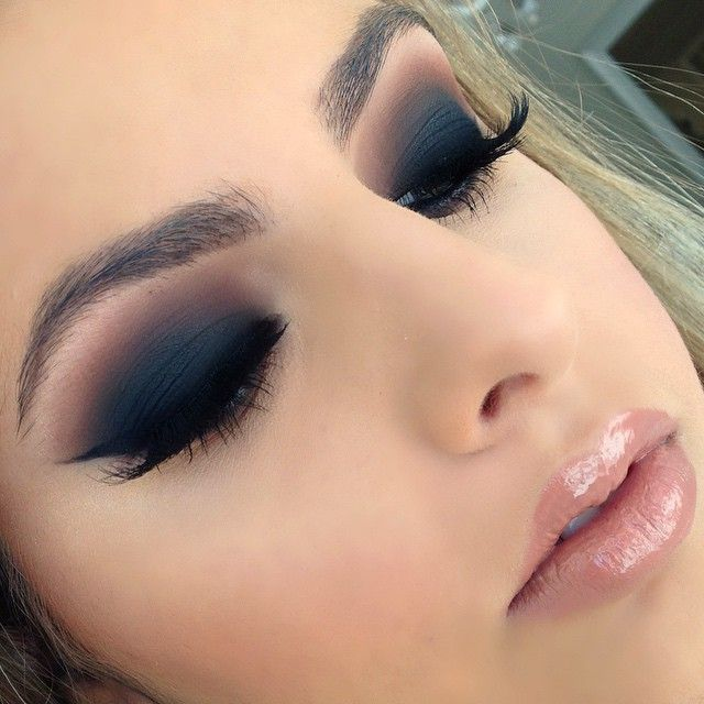 Deep matte blue tones... i wanna do this look so bad without looking like a dead person