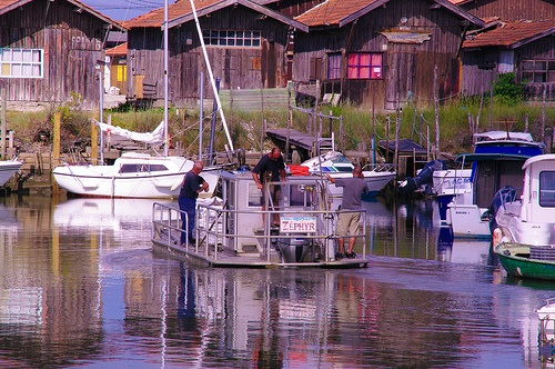 port de larros (gujan-mestras), départ pour les parcs à huîtres