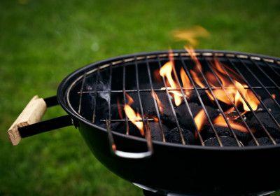 Come pulire e sterilizzare la griglia del barbecue per avere sempre grigliate al top!