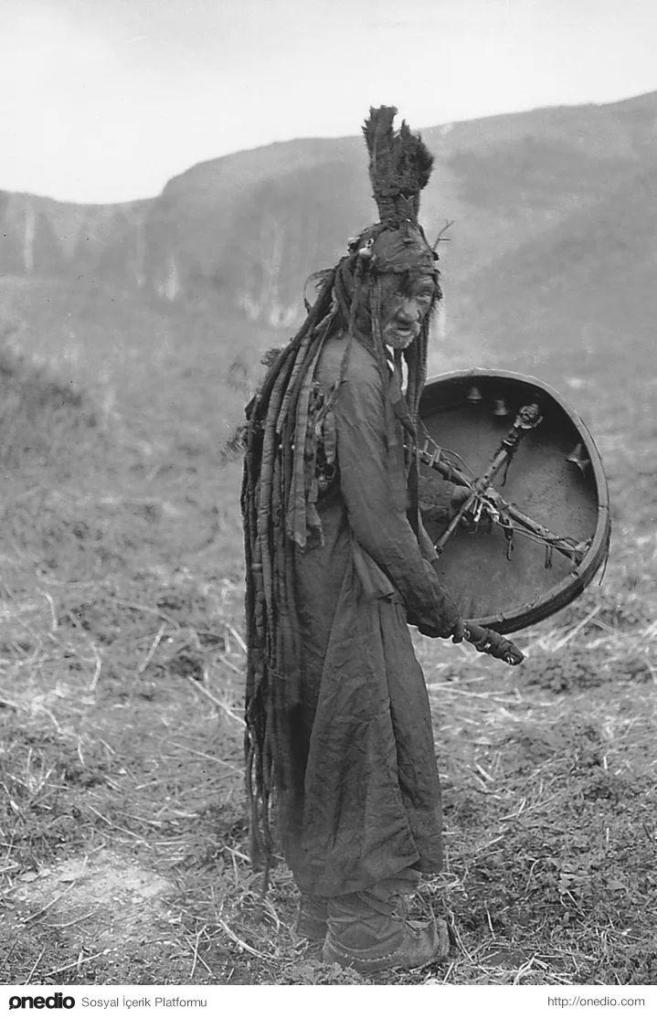 1909 yılında moğolistanda çekilmiş bir şamanist fotosu