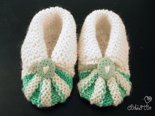 Free knitting patterns: baby booties